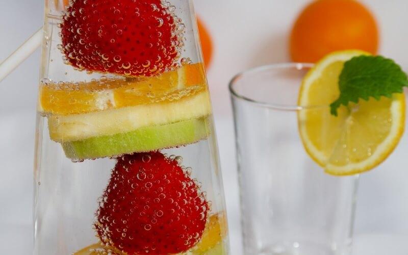 Infus Water Stroberi dan Jeruk Nipis